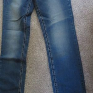 WOMEN'S - ULTRA STRETCH- SIZE 6 JEANS